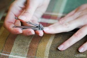 629px-cut-your-fingernails-and-toenails-step-2